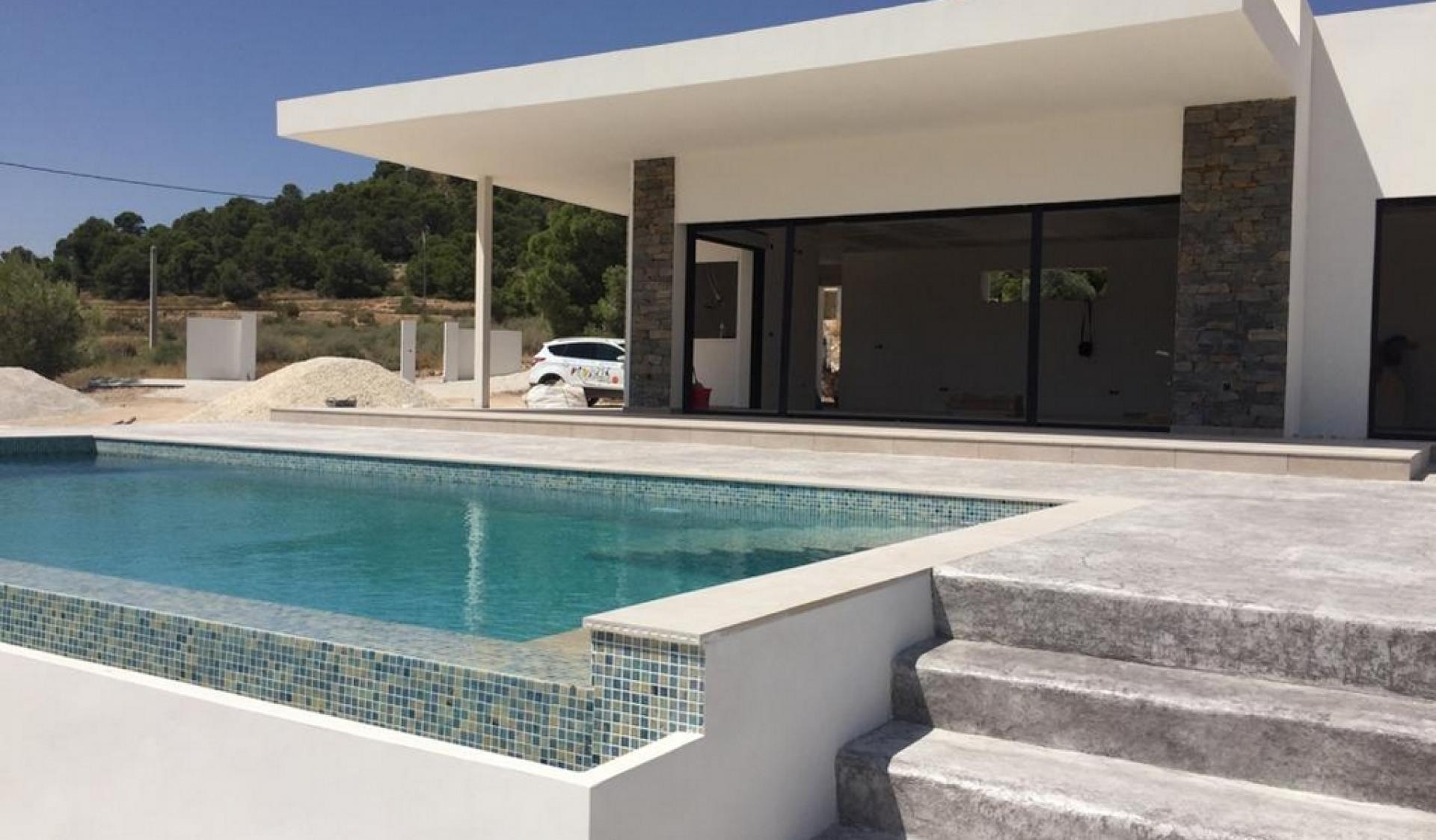 Nieuwbouw villa in La Romana, binnenland van Alicante in Medvilla Spanje