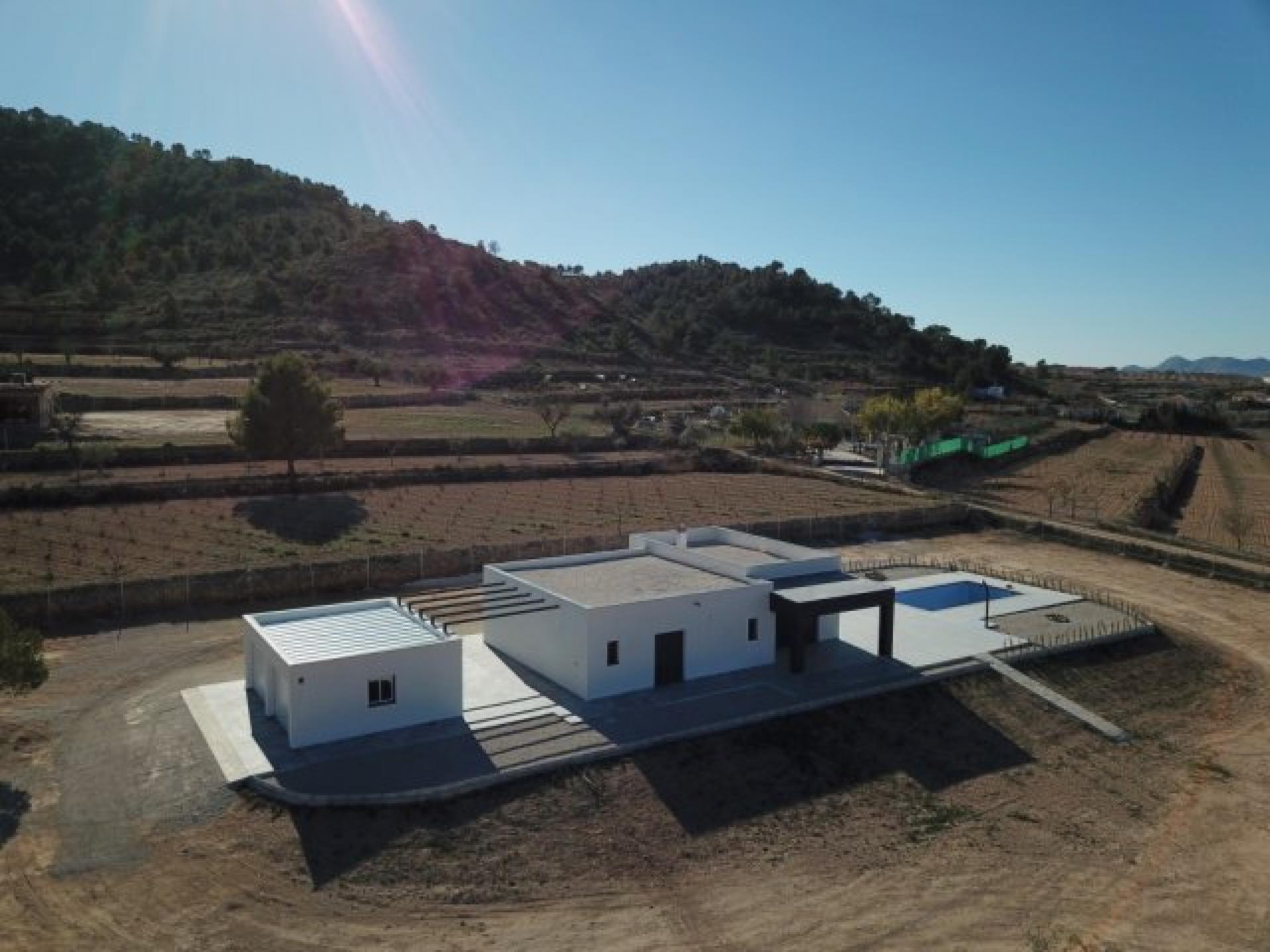 Moderne nieuwbouw villa met dubbele garage en zwembad in Medvilla Spanje