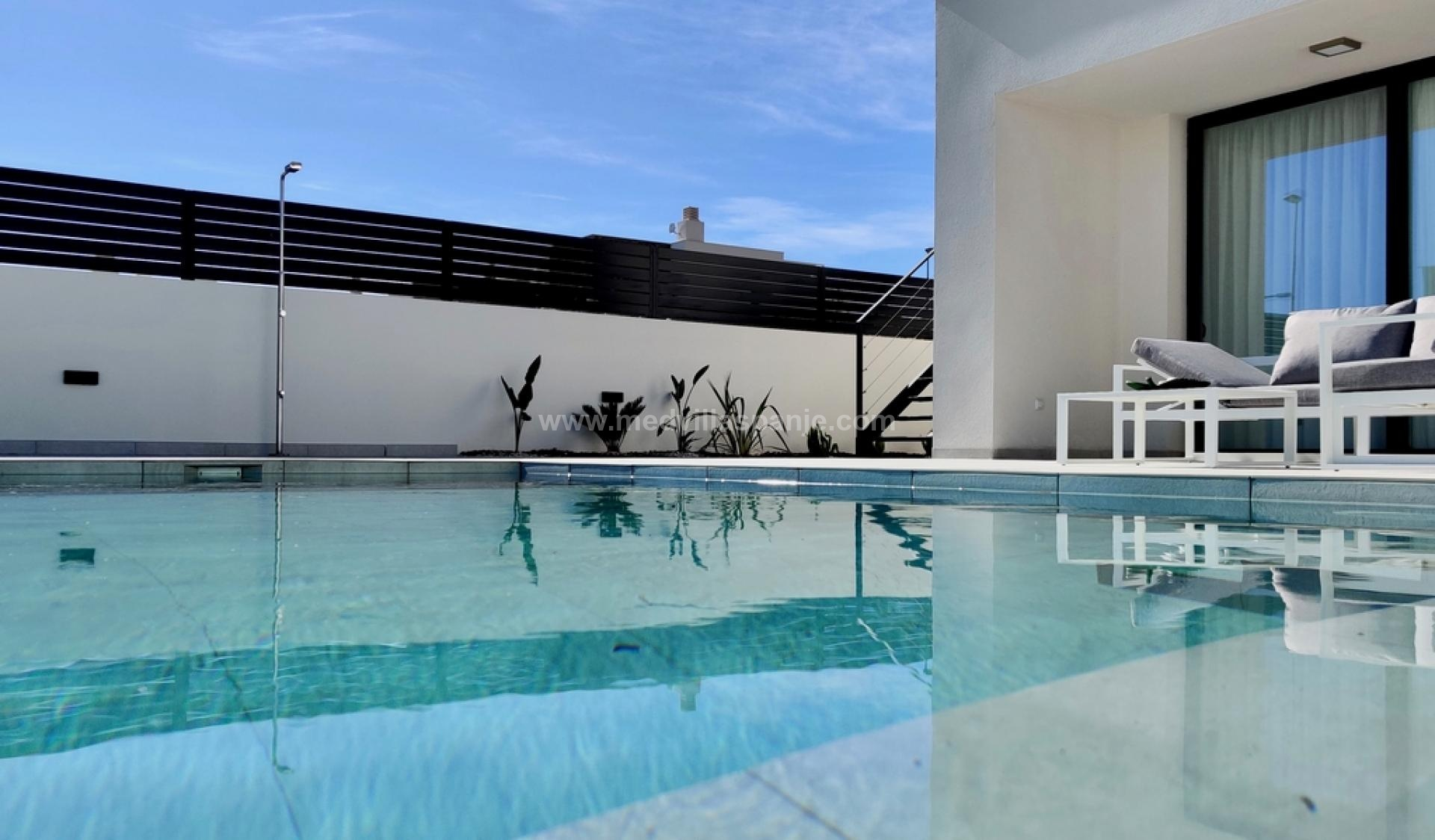 Vrijstaande villa met indrukwekkend uitzicht in Polop in Medvilla Spanje
