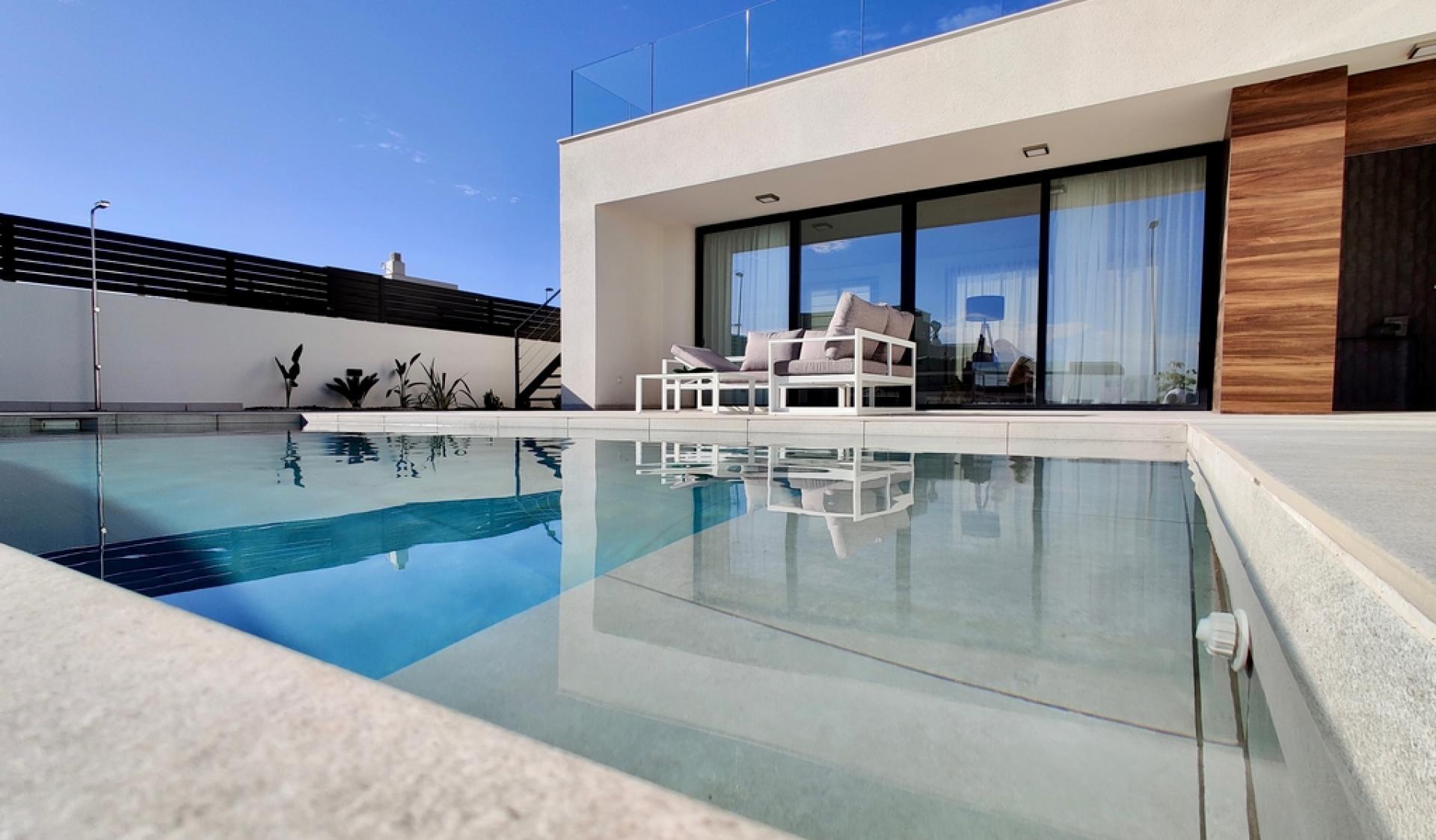 Gelijkvloerse villa met panoramisch uitzicht op zee in Polop in Medvilla Spanje