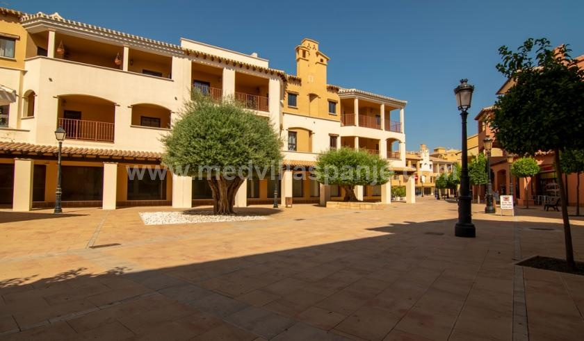 Key ready 2 bedroom apartment in an exclusive golf resort in Murcia in Medvilla Spanje