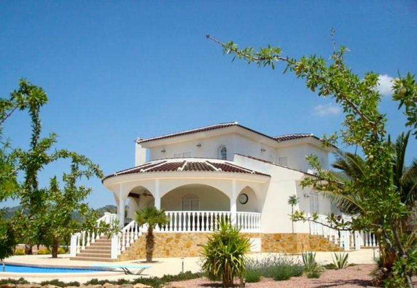 Luxe villa op plan in het binnenland van Alicante, Costa Blanca in Medvilla Spanje