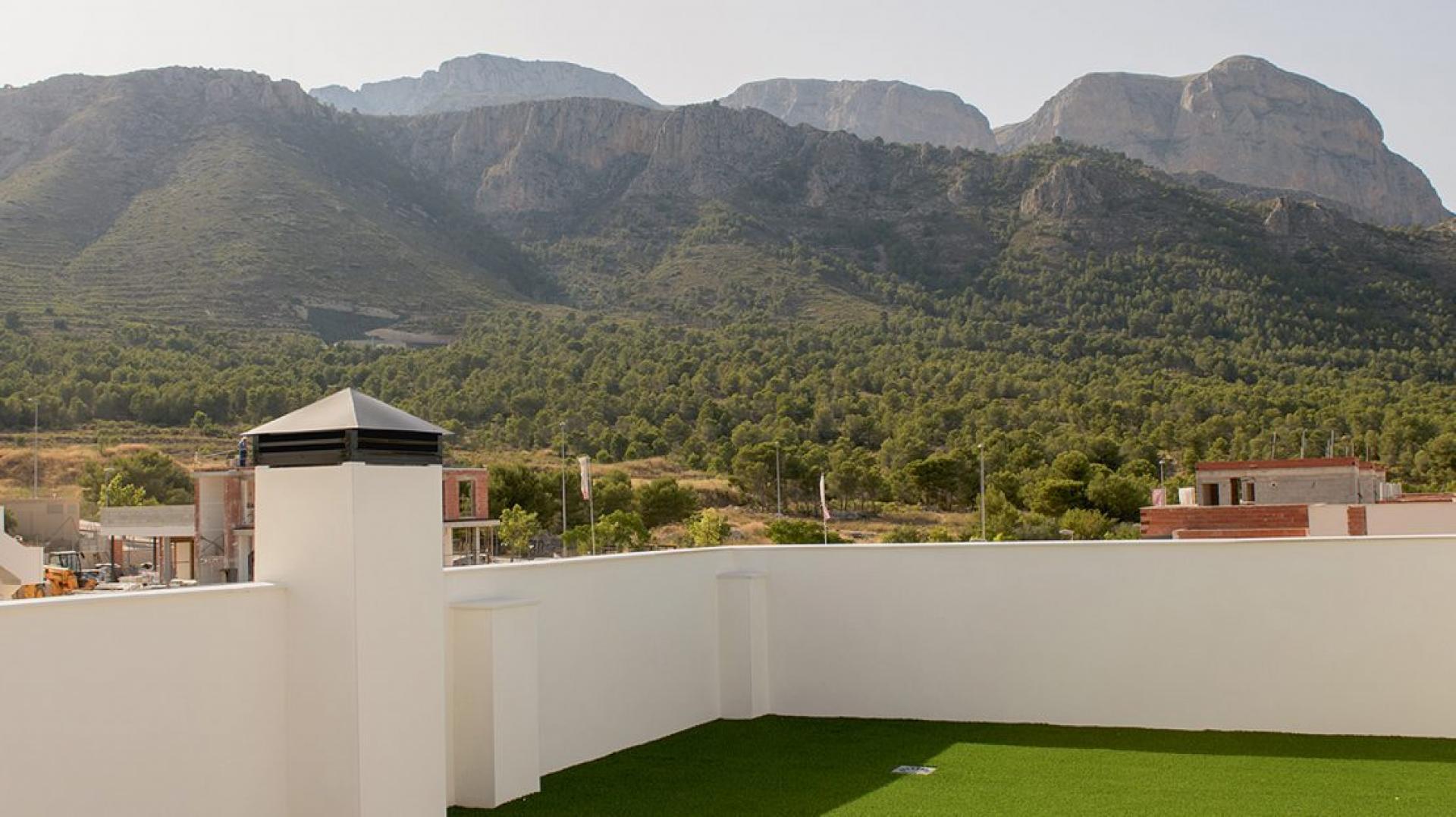 Half geschakelde villa Showwoning te koop in Polop in Medvilla Spanje