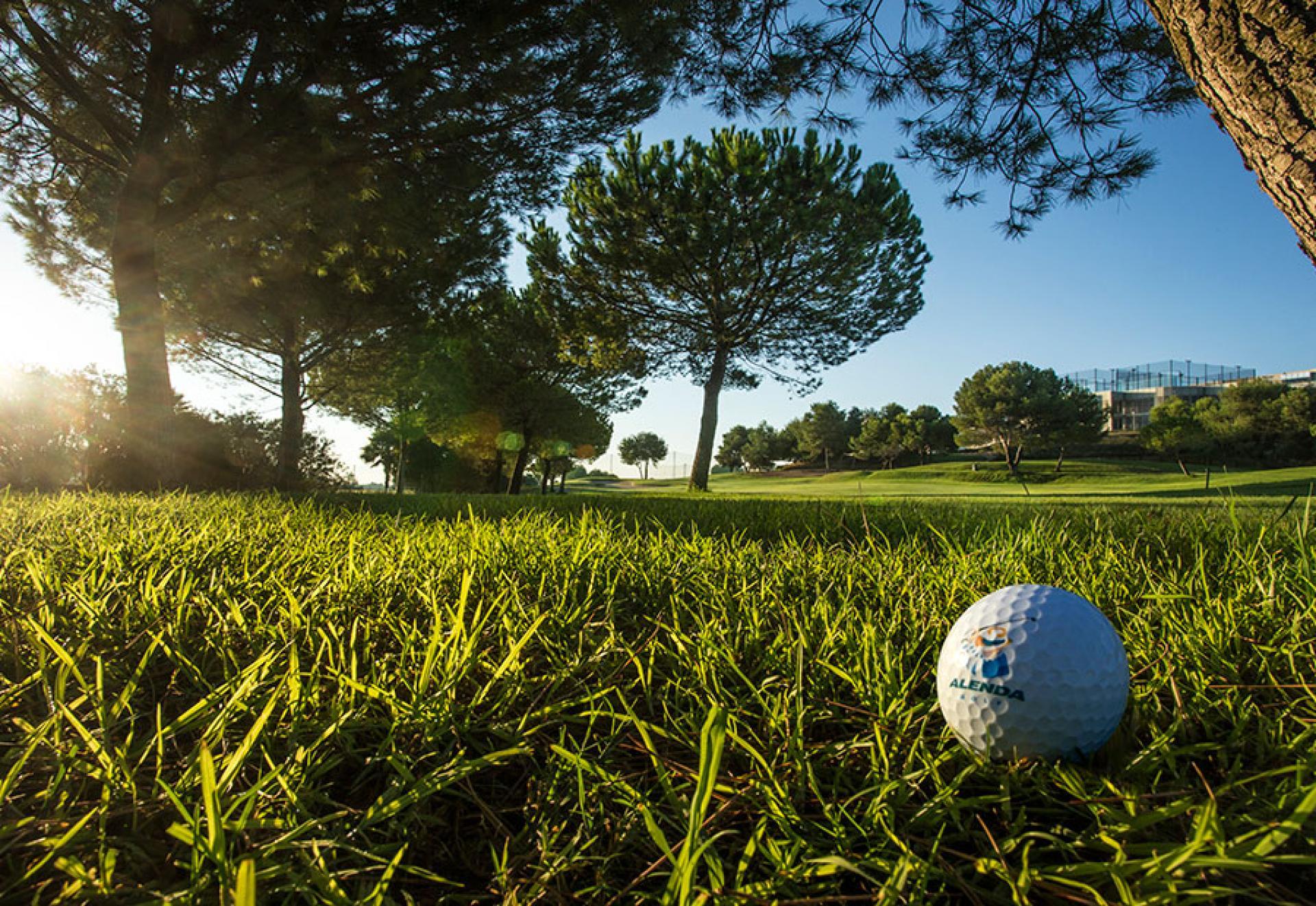 Huis te koop op golfresort nabij Torrevieja in Medvilla Spanje