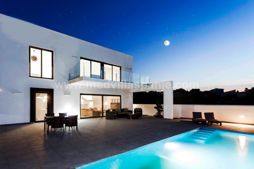 Exclusieve villa met een prachtig uitzicht in Denia in Medvilla Spanje